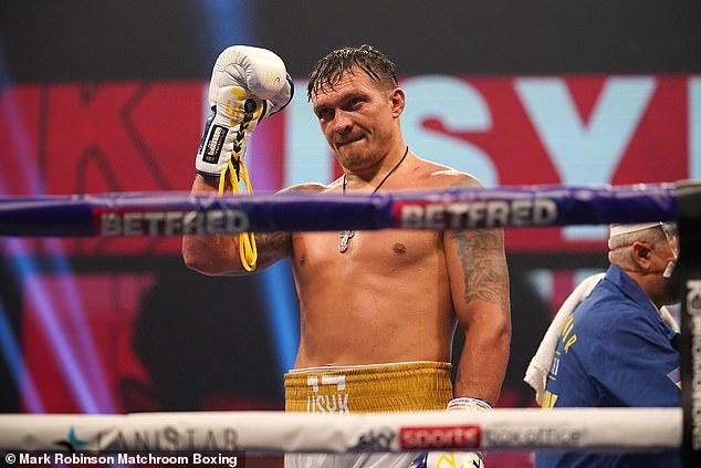 Se está discutiendo una fecha de agosto para una defensa obligatoria de uno de los cinturones alfa de Joshua contra Oleksandr Usyk (arriba).