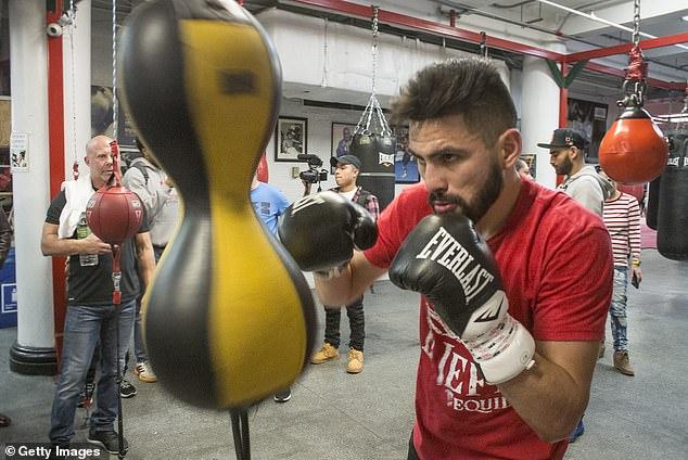 El campeón mundial de peso welter ligero de la OMB y el CMB es un poderoso defensor de los hispanos