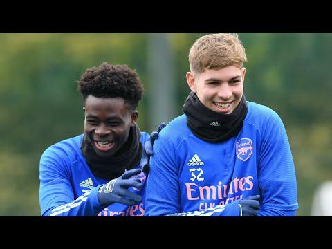 🤣 '¡¿Quién está en la portería para ellos ?!  ¡¿Neuer ?!     Bukayo Saka y Emile Smith Rowe    Comentario no clásico