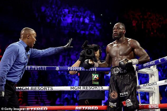 Pero un juez estadounidense luego dictaminó que Fury debe enfrentar a Deontay Wilder en una pelea de trilogía en julio para arruinar el enfrentamiento.