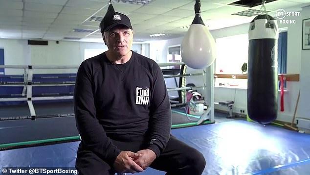 El padre de Tyson Fury, John, también criticó al equipo de su hijo, incluido su promotor estadounidense Bob Arum.
