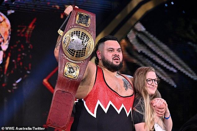 Título del campeonato: Bronson Reed, nativo de Adelaide y estrella de la WWE, derrotó a Johnny Gargano en un juego de jaula de acero para ganar el Campeonato Norteamericano NXT del miércoles.En la foto con su esposa Paige Hayley