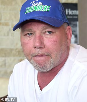 El padre de Bill Joe Saunders, Tom (en la foto), ha afirmado que podrían alejarse de su pelea con Canelo Álvarez debido al tamaño del ring de boxeo propuesto para el éxito de taquilla del sábado.