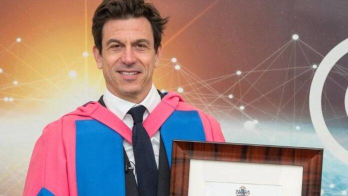 F1 Toto Wolff recibe un título honorífico de la Universidad de Cranfield