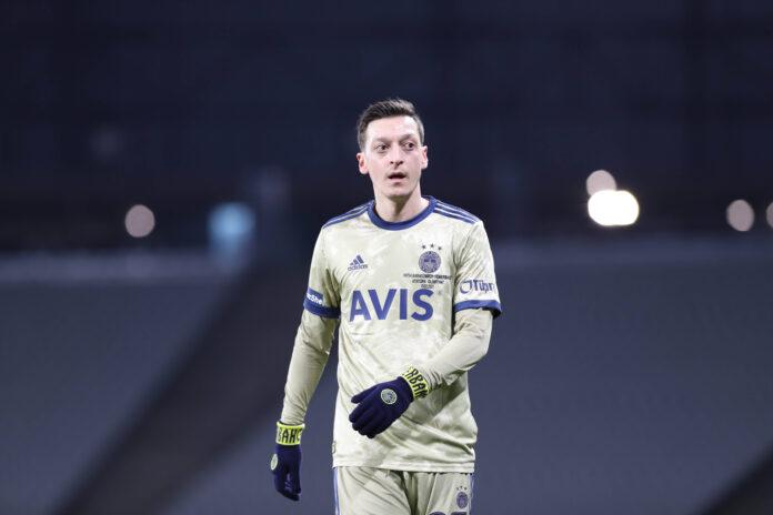 Mesut Özil anuncia sociedad en grupo de inversión para comprar participación en un club mexicano