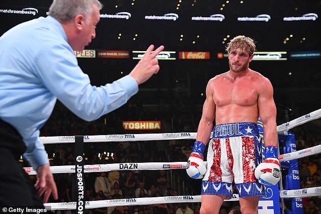 Solo tiene una pelea anterior en su récord, que perdió contra su compañero YouTuber KSI.