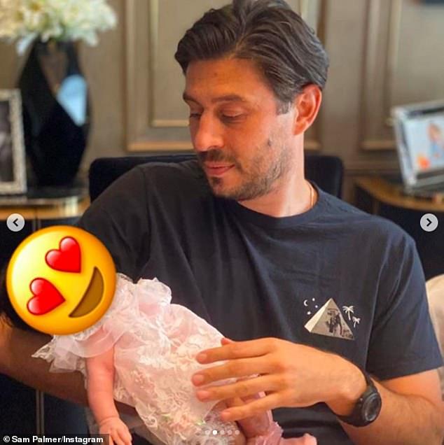 Padre e hija: la pareja dio la bienvenida a su primer hijo en marzo, y Petra compartió una actualización sobre su hijo durante el encierro.