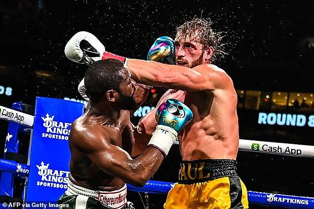 Mayweather, de 44 años, regresó al ring para enfrentar al novato de YouTube Paul en una exhibición de ocho asaltos.