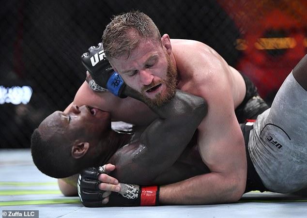 Adesanya fue derrotado en un combate de peso semipesado con Jan Blachowicz