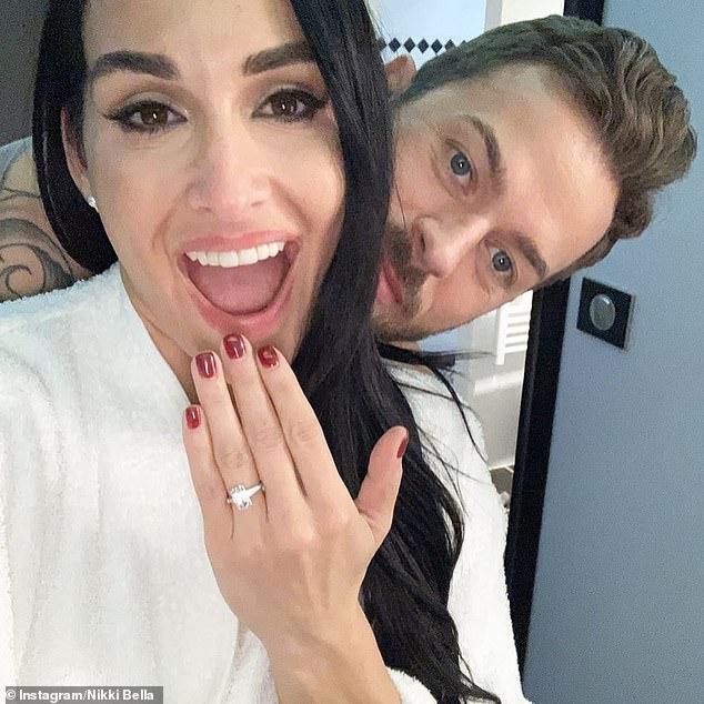 A punto de casarse: Nikki y Artem anunciaron su relación en marzo de 2019 y anunciaron su compromiso en enero de este año.