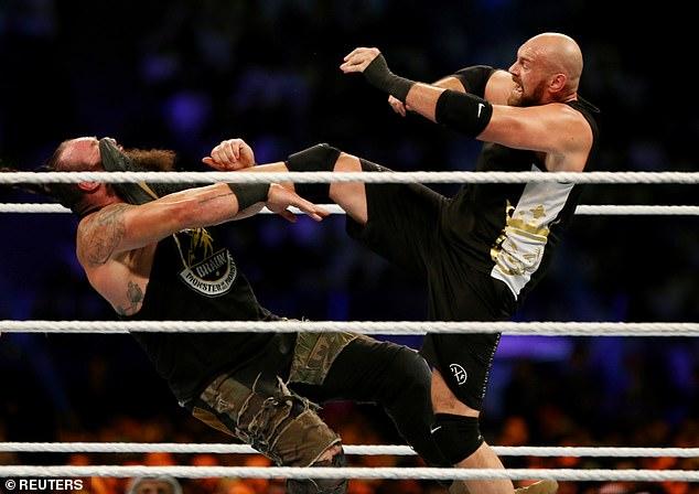 Fury derrotó a Braun Strowman para hacer su debut en la WWE en octubre de 2019
