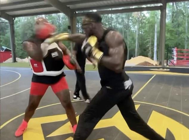 Ricky Hatton dice que ha visto clips de Wilder lanzando 'golpes asesinos' en el entrenamiento