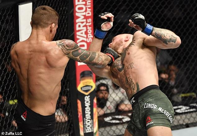 La patada en la pantorrilla luego abrió el uppercut derecho que hizo que McGregor perdiera el equilibrio y se cayera.