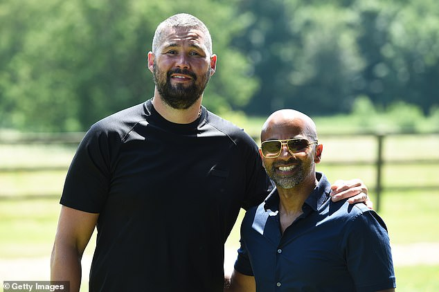 Bellew (izquierda) dijo que Joshua es un 'espécimen increíble' debido a su poder y velocidad.