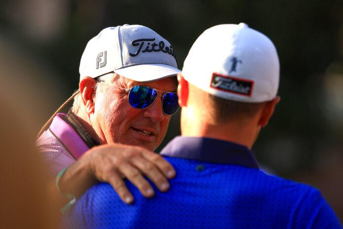 Amigo, entrenador, luego papá    Puesto de golf global