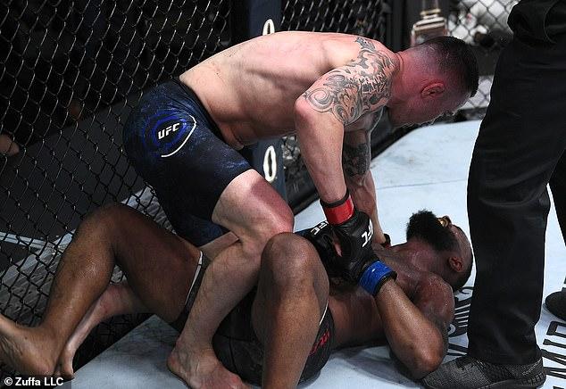 Woodley fue despedido por UFC después de cuatro derrotas sucesivas contra jugadores como Colby Covington (arriba)