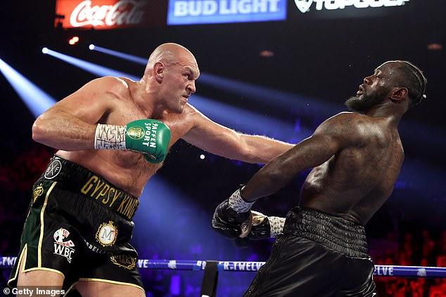 A Fury (izquierda) se le dijo que tuviera una pelea de trilogía con Deontay Wilder (derecha) que pospuso la pelea.