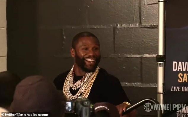 Floyd Mayweather estaba radiante después de revelar que ganó $ 100 millones por pelear contra Logan Paul