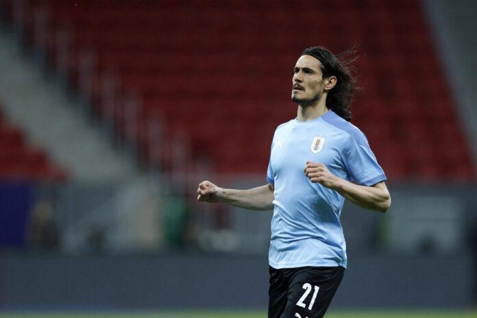 (Video) Árbitro no pide penalti para Uruguay luego de que Edinson Cavani cayera dentro del área ante Argentina