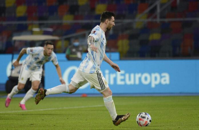 (Video) Lionel Messi abre el marcador para Argentina ante Chile con un gol de falta de Steller