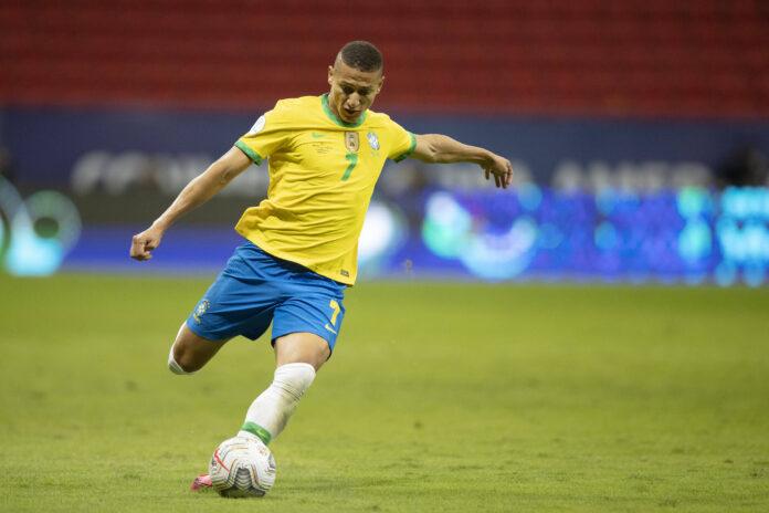 (Video) Richarlison anota el cuarto gol de Brasil para rematar una paliza de 4-0 a Perú