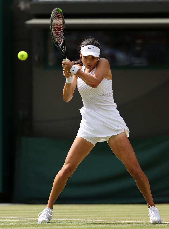 Raducanu solo había jugado un partido de la WTA senior antes de este torneo, pero parecía un profesional experimentado el sábado.