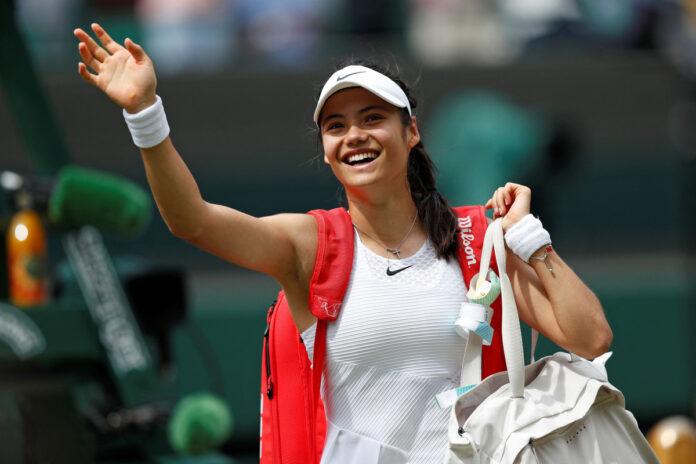 El cuento de hadas de Wimbledon de Emma Raducanu continúa mientras la británica de 18 años sella el lugar en la segunda semana en el Grand Slam debut