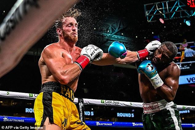 Jeff cree que Floyd iba por el nocaut, pero afirmó que su oponente era 'demasiado grande'