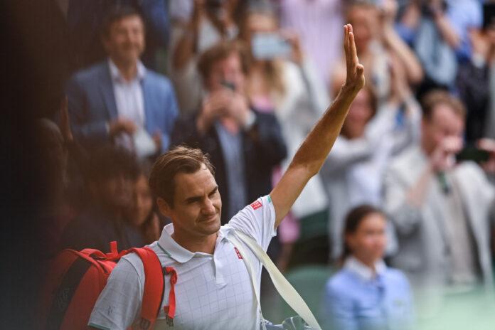 Roger Federer admite que no sabe si hizo su última aparición en Wimbledon, ya que el ocho veces ganador recibe un bagel por primera vez en un campeonato.