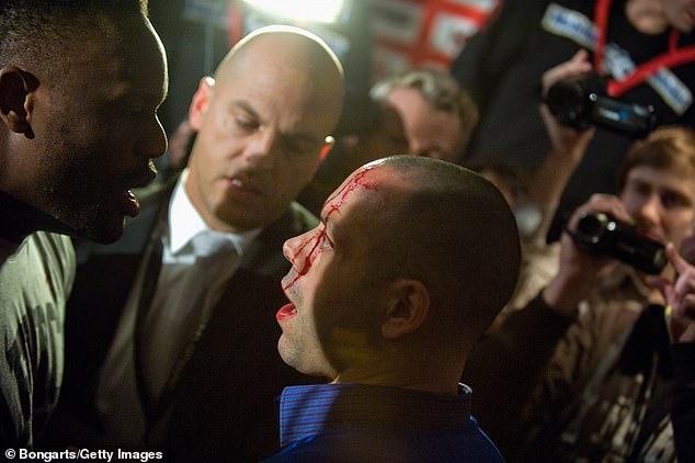 El manager de Haye en ese momento, Adam Booth, es visto con sangre en la cara después de que los pesos pesados se pelearan en una conferencia de prensa en 2012.