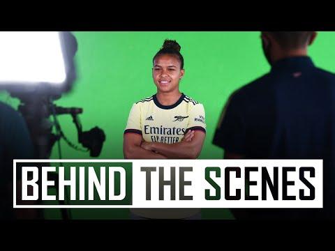 El día de la firma de Nikita Parris    Detrás de escena en el centro de entrenamiento del Arsenal