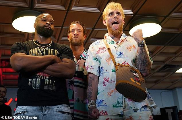 Paul está luchando contra el ex campeón de UFC Tyron Woodley (foto izquierda) el 28 de agosto.