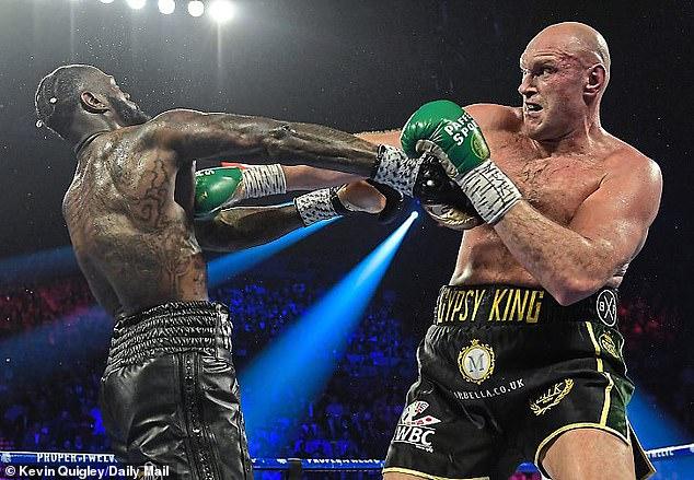Fury (derecha) canceló su pelea de la trilogía del 24 de julio con Deontay Wilder (izquierda) después de su diagnóstico.