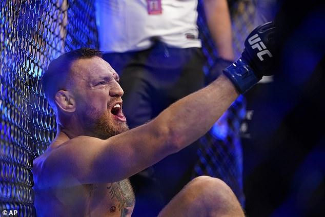 McGregor estaba furioso por el resultado y les gritó a los oficiales que lo convirtieran en un juego sin juego.