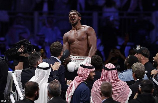 Joshua tiene tres cinturones de peso pesado, y una pelea con Fury definiría su generación