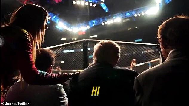 En un video subido por el canal de YouTube NELK a principios de esta semana, se vio a Ray acercándose al expresidente mientras veía el partido de UFC entre Conor McGregor y Dustin Poirier desde su asiento junto al ring.