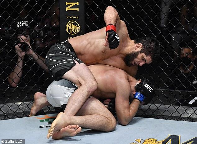 Makhachev derrotó a Thiago Moises durante el fin de semana para mostrar una actuación abrumadora en Las Vegas