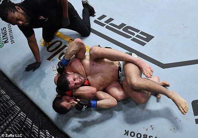 Mahachev derrotó a Moisés en la cuarta ronda del evento principal en Las Vegas