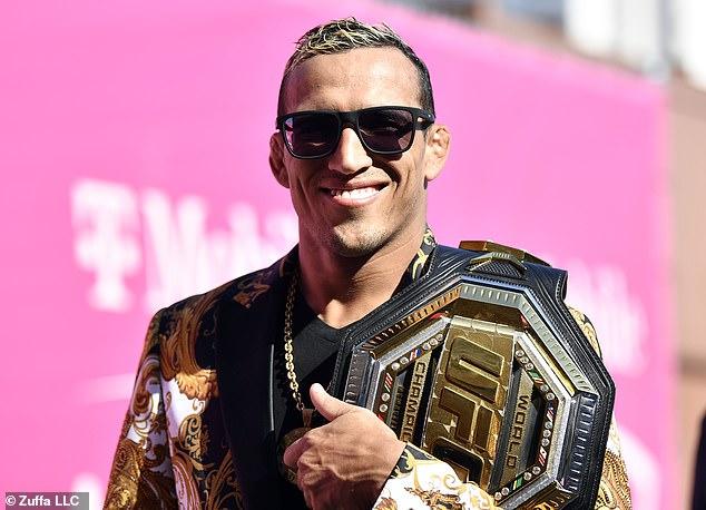 Oliveira ahora tiene el título de peso ligero, y los estadounidenses luchan por el cinturón