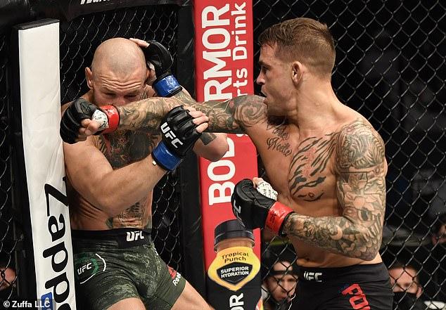 Dustin Poirier (derecha) derrota a Conor McGregor (izquierda) en su segunda pelea a principios de este año.