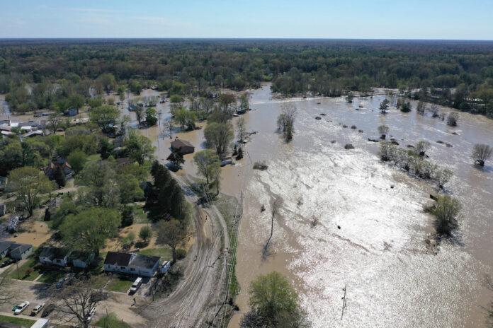 Evento de Dow marca el regreso emocional de Midland devastada por las inundaciones