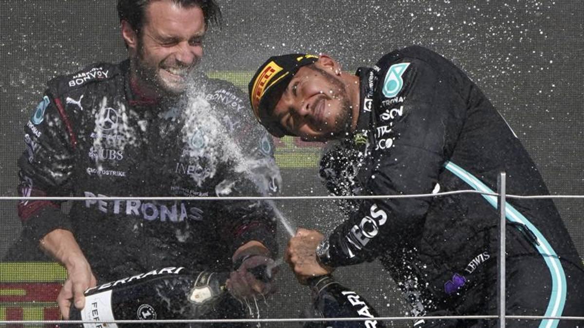 """Hamilton, insultos racistas en las redes sociales.  F1, Mercedes y Fia duros: """"abuso inaceptable"""""""