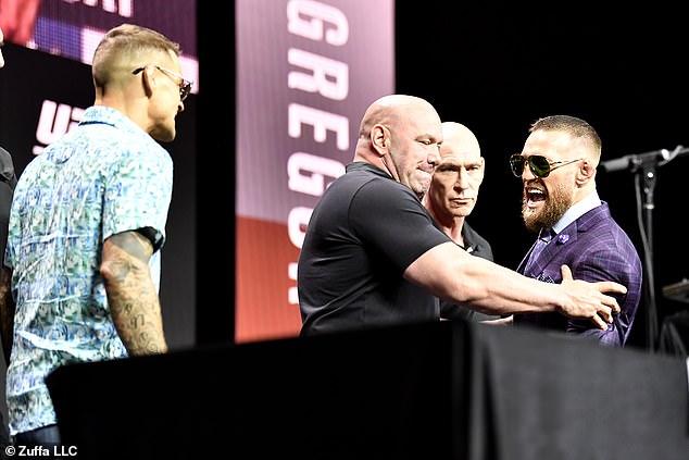 Conor McGregor pelea contra Dustin Poirier en un enfrentamiento de trilogía en UFC 264 el sábado por la noche