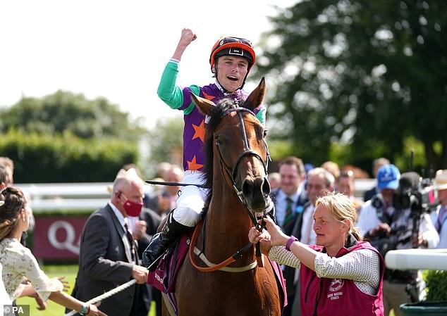 El jockey Kieran Shoemark coronó su regreso con una victoria en el Grupo Uno sobre Lady Bowthorpe