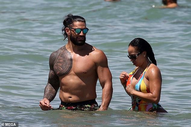 Beach Day: el Campeón de la WWE Roman Reigns y su encantadora esposa Galina Becker mostraron su envidiable figura playera en Miami el lunes