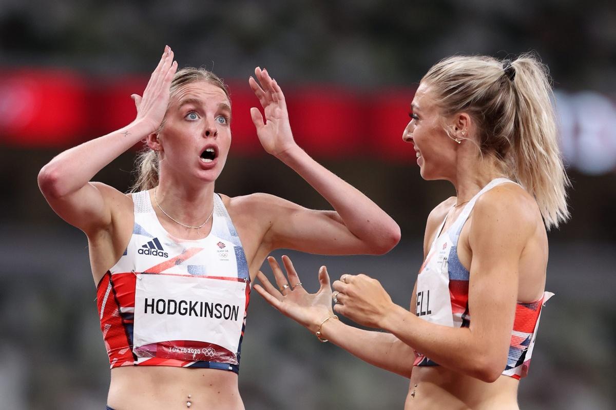 Keely Hodgkinson, de 19 años, bate el récord británico de 800 metros de Dame Kelly Holmes con la plata en los Juegos Olímpicos, pero rompe el corazón de su compañera de equipo en Gran Bretaña Jemma Reekie