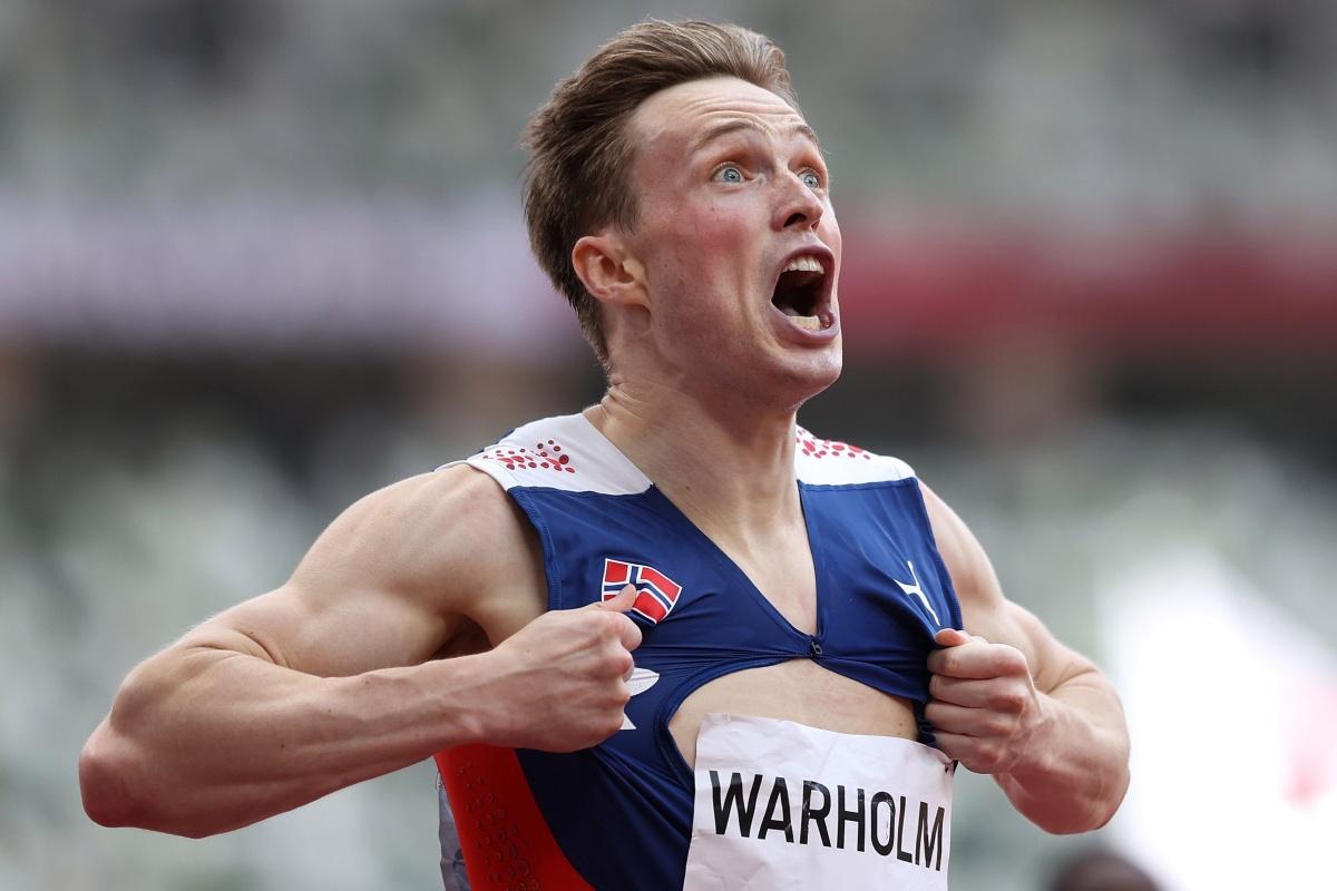 El noruego Karsten Warholm rasga la camiseta después de la 'carrera olímpica más grande de la historia' mientras el estadounidense Rai Benjamin rompe el récord mundial de 400 metros con vallas, pero solo logra la plata en Tokio 2020