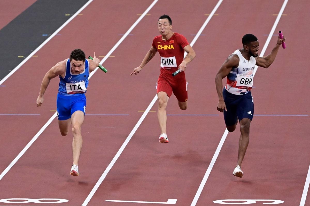 Los hombres del equipo GB pierden el oro olímpico en relevos 4x100 m por 0.01 segundos mientras las mujeres obtienen el bronce
