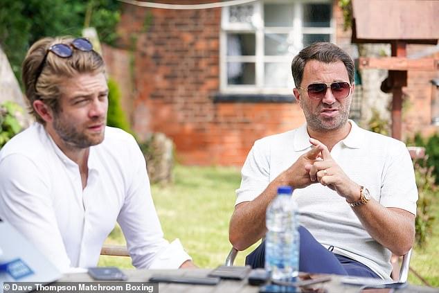 Eddie Hearn (derecha) insistió en que no reiniciará las conversaciones hasta después de las próximas peleas de Joshua y Fury.