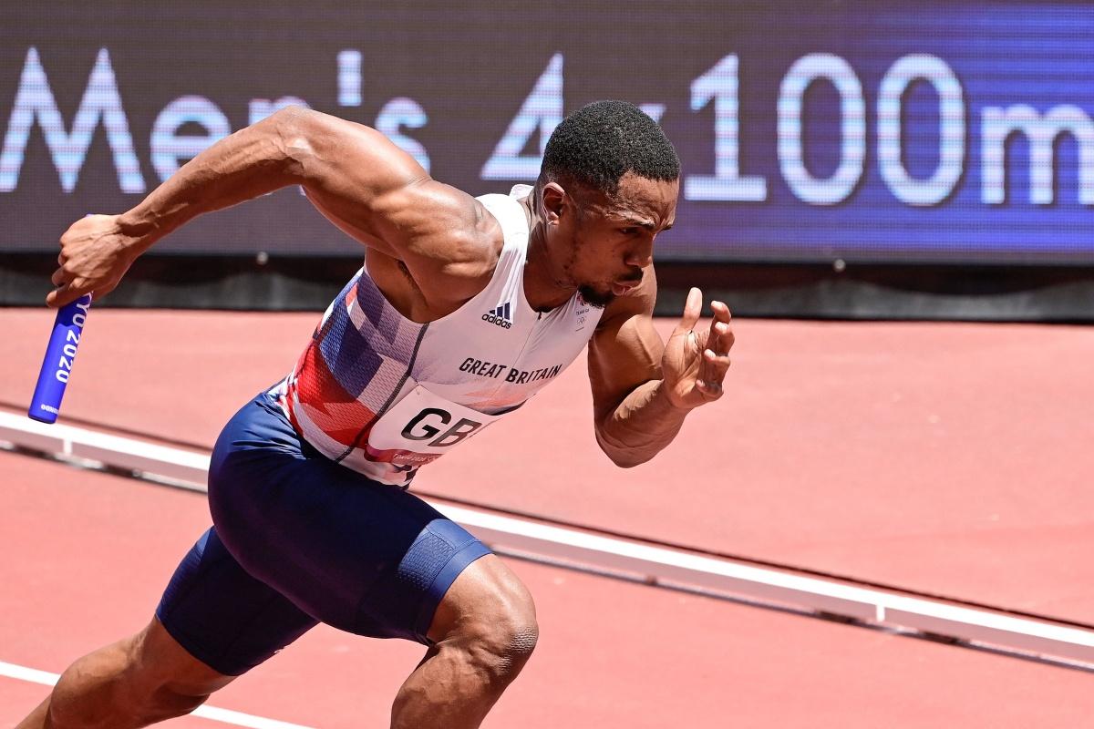 La plata de Gran Bretaña en el relevo masculino 4x100m en los Juegos Olímpicos de Tokio está amenazada ya que CJ Ujah está suspendido provisionalmente por presunta infracción de dopaje